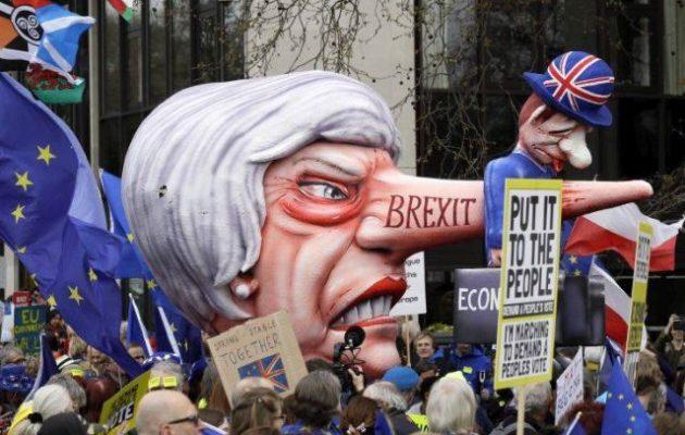 Εκατοντάδες χιλιάδες διαδήλωσαν στο Λονδίνο κατά του Brexit