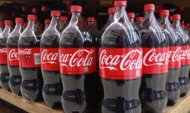 Η Coca Cola παραδέχθηκε πόσα εκατομμύρια τόνους πλαστικών σκουπιδιών παράγει