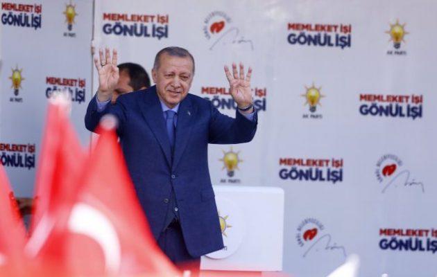 Ερντογάν στους οπαδούς του: «Γεμίστε πρώτα το Μπλε Τζαμί και μετά συζητάμε για την Αγία Σοφία»