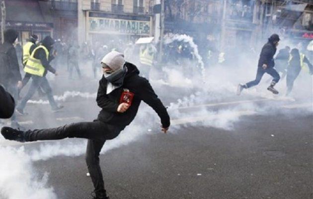 Γαλλία: Νέες διαδηλώσεις από τα «κίτρινα γιλέκα» – Επεισόδια στο Παρίσι