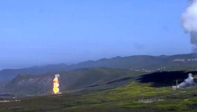 Επίδειξη δύναμης από ΗΠΑ – Προχώρησε σε δοκιμή βαλλιστικών πυραύλων (βίντεο)