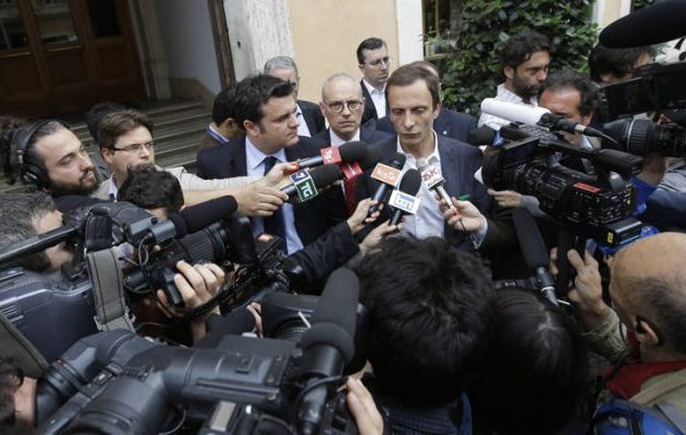 Δεξιός βλαξ στην Ιταλία που πολεμούσε τα εμβόλια κόλλησε ανεμοβλογιά