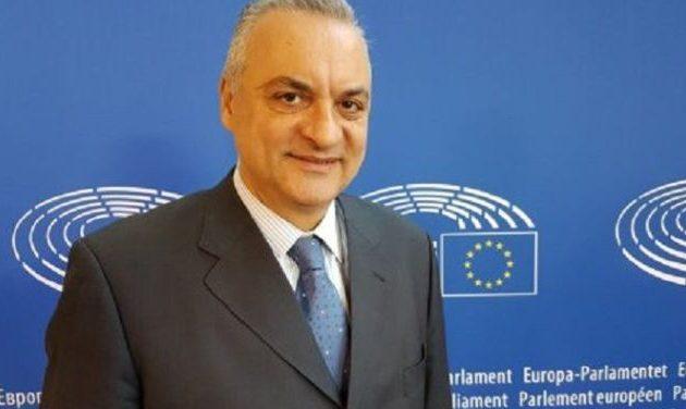 Ο Κεφαλογιάννης πρωταγωνιστεί σε πρωτοφανές σκάνδαλο που συγκλονίζει τις Βρυξέλλες