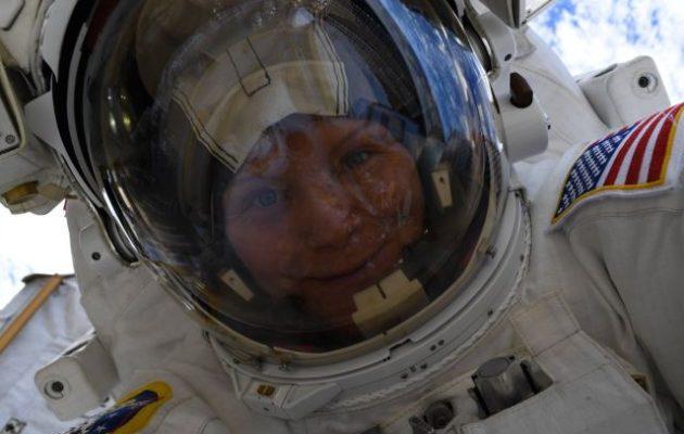 Δεν θα γίνει τελικά ο γυναικείος περίπατος στο διάστημα λόγω έλλειψης στολών