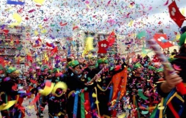 Τρελό καρναβάλι: 40.000 καρναβαλιστές ξεχύθηκαν στους δρόμους της Πάτρας