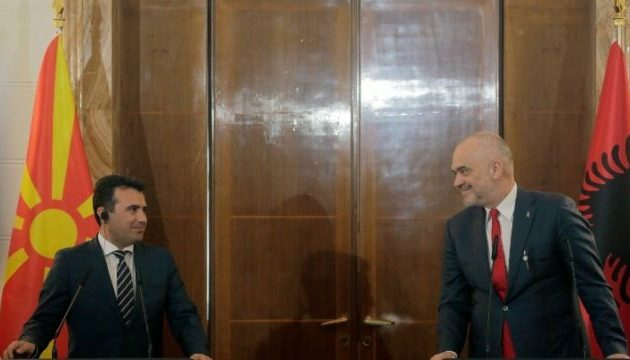«Μεγάλη Αλβανία»: Ο Ράμα πρότεινε στον Ζάεφ να του «φάει» τη χώρα