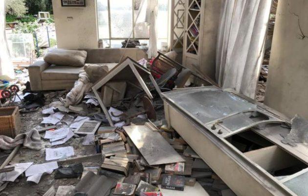 Οι τζιχαντιστές χτύπησαν με ρουκέτα το Ισραήλ – Σπίτι τυλίχθηκε στις φλόγες