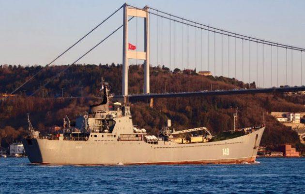 Το ρωσικό «LST Orsk 148» πέρασε τα Στενά του Βοσπόρου φορτωμένο οπλισμό για τη Συρία