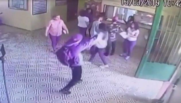 Η στιγμή που ο 17χρονος εισβάλλει σε σχολείο της Βραζιλίας και σκοτώνει μαθητές (βίντεο)