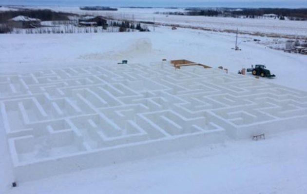 Ζευγάρι δημιούργησε τον μεγαλύτερο λαβύρινθο από χιόνι στον κόσμο (βίντεο)