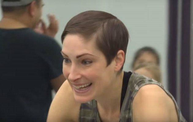 Η 39χρονη χορεύτρια με καρκίνο στον εγκέφαλο που «εξαφάνισε» την αρρώστια της (βίντεο)