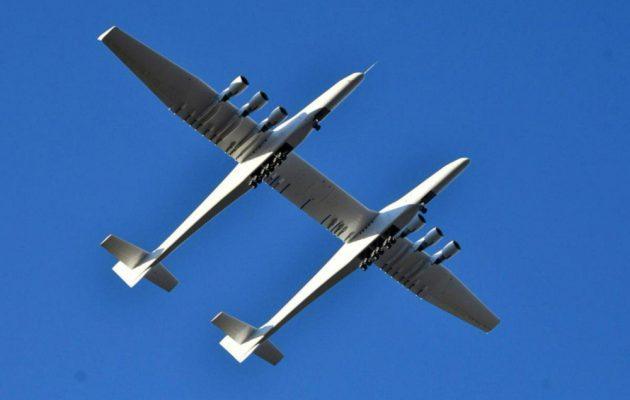 Stratolaunch: Η παρθενική πτήση για το μεγαλύτερο αεροπλάνο στον κόσμο (βίντεο)