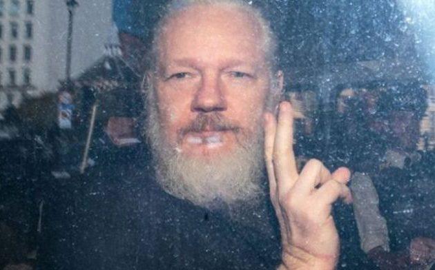Απαγγέλθηκαν 17 κατηγορίες για κατασκοπεία στον Ασάνζ από τις ΗΠΑ