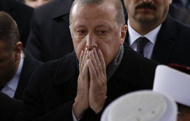 Σε πανικό ο Ερντογάν από την οικονομική κρίση και την ήττα στις δημοτικές εκλογές – Τι ικετεύει