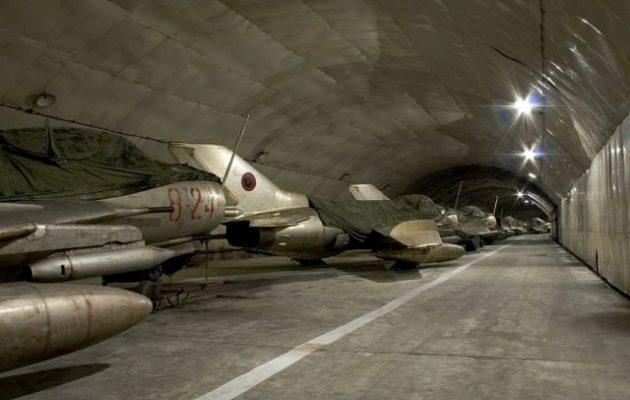 Η Αλβανία πουλά τα παλιά της κομμουνιστικά αεροπλάνα που σαπίζουν σε τούνελ