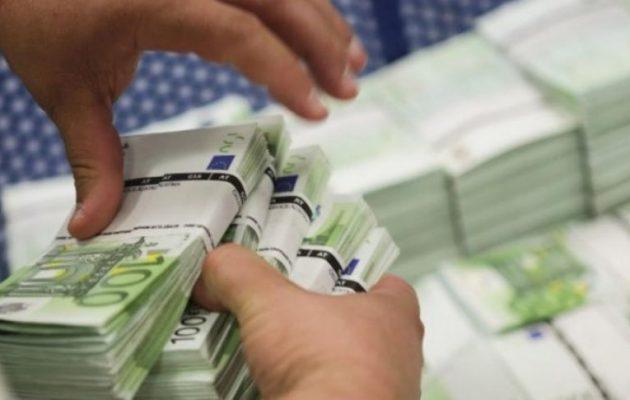 Οι καταθέσεις επιστρέφουν στις τράπεζες – Αυξήθηκαν κατά 14,9 δισ. το 2018