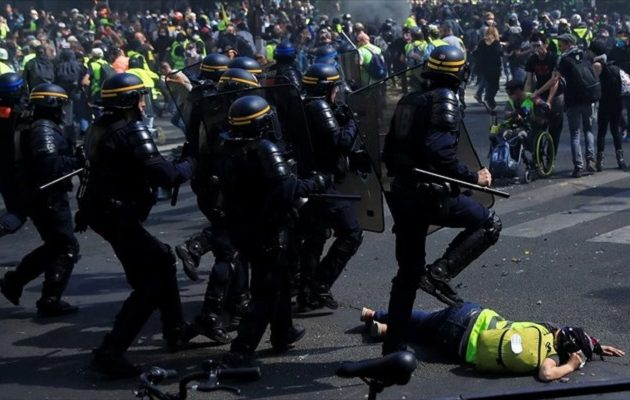 Γαλλία – «Κίτρινα γιλέκα»: Άγριες συμπλοκές με αστυνομικούς στο Παρίσι (βίντεο)