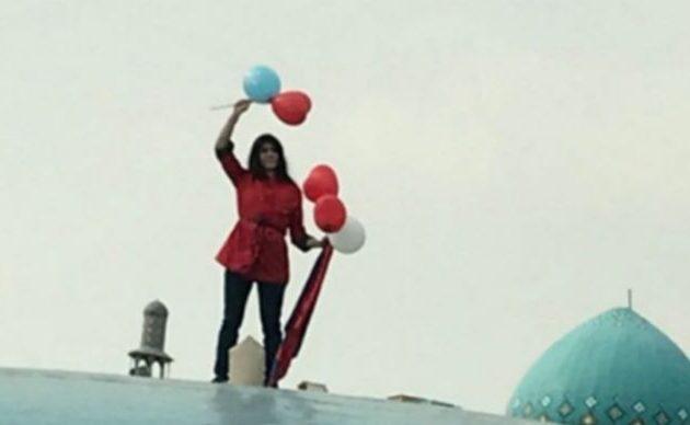 Ιράν: Φυλάκιση ενός έτους στη Βίντα Μοβαχεντί επειδή έβγαλε τη μαντίλα της