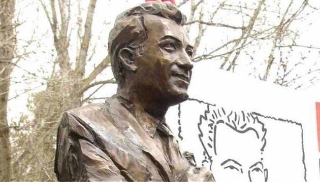 Οι Πολωνοί αφαίρεσαν το μνημείο του Μπελογιάννη στο Βρότσλαβ της Πολωνίας