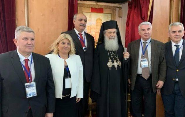 Ο Μπόλαρης με βουλευτές στα Ιεροσόλυμα για να φέρουν το Άγιο Φως