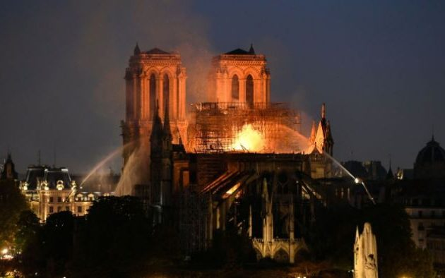 «Σοκ» και «θλίψη» δήλωσε το Βατικανό για την Παναγία των Παρισίων