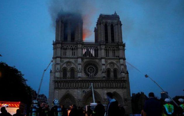 Τέθηκε υπό έλεγχο η πυρκαγιά στην Παναγία των Παρισίων – Μεγάλη καταστροφή