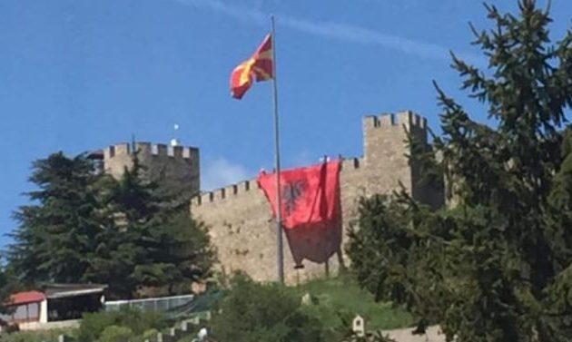 Αλβανοί ύψωσαν τη σημαία τους στο κάστρο της Αχρίδας
