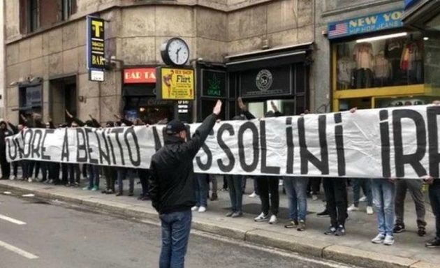 Σάλος στην Ιταλία: Οπαδοί σήκωσαν πανό υπέρ του δικτάτορα Μουσολίνι