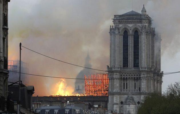 Μέρκελ: Σύμβολο του ευρωπαϊκού μας πολιτισμού η Παναγία των Παρισίων