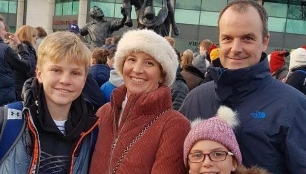 Βρετανός έψαχνε στους δρόμους την οικογένειά του που σκοτώθηκε στο μακελειό στη Σρι Λάνκα