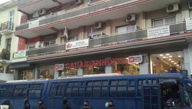 Άγνωστοι πέταξαν πέτρες στα γραφεία του ΣΥΡΙΖΑ στις Σέρρες
