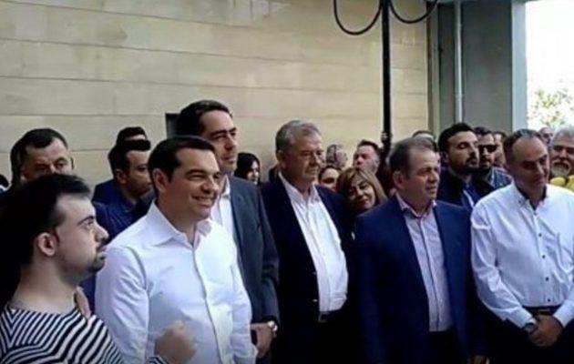 Με ποντιακούς χορούς και τραγούδια υποδέχτηκαν τον Τσίπρα στην Κοζάνη (βίντεο)