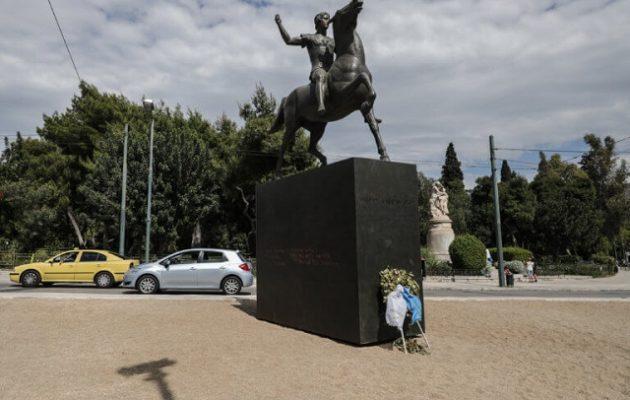 Βανδάλισαν το άγαλμα του Μεγάλου Αλεξάνδρου στην Αθήνα (φωτο)
