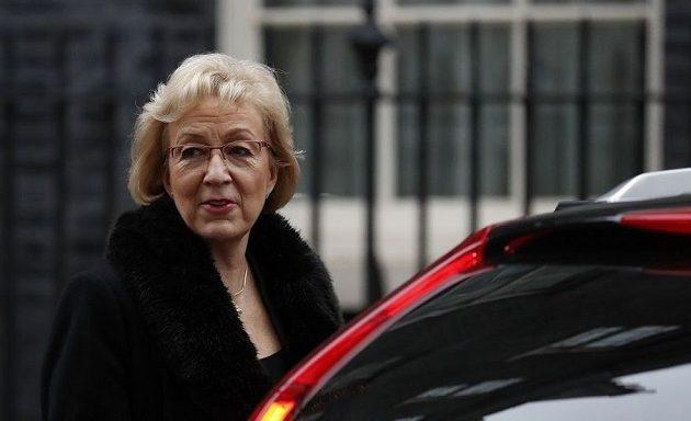 Και άλλο «χτύπημα» στη Μέι: Παραιτήθηκε η υπουργός Άντρεα Λίντσομ
