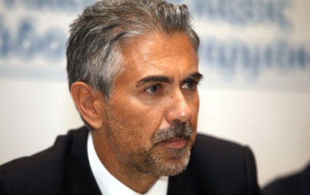 Ο Φρουζής διαμαρτύρεται για τη δέσμευση τραπεζικού λογαριασμού για τη Novartis