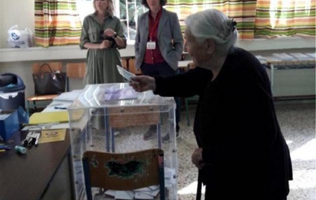 Ιωάννινα: Χήρα πρώην δημάρχου ετών 103 προσήλθε στις κάλπες!