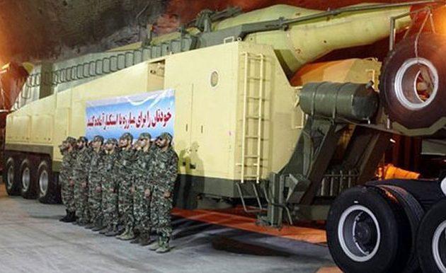 Το Ιράν απειλεί ότι θα βυθίσει αμερικανικά πλοία με «μυστικά όπλα»