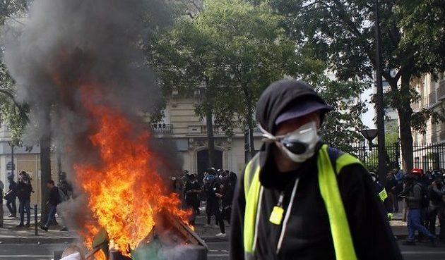 Χιλιάδες Γάλλοι διαδήλωσαν την Πρωτομαγιά – Συγκρούσεις και εκατοντάδες προσαγωγές στο Παρίσι