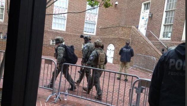 Η αστυνομία συνέλαβε τέσσερα άτομα στην πρεσβεία της Βενεζουέλας στην Ουάσιγκτον
