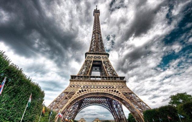 Γυμνόστηθη με φόντο τον Πύργο του Άιφελ Ελληνίδα πορνοστάρ (φωτο)
