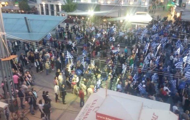 Ο Σαμαράς προσπάθησε σε μια άδεια πλατεία στην Τρίπολη να κάνει αρχηγική εμφάνιση (φωτο)