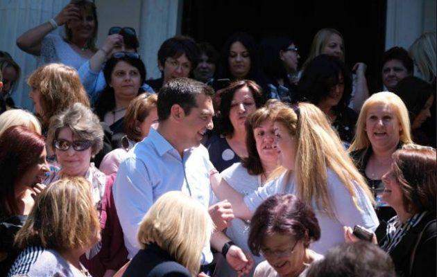 10% αύξηση στις καθαρίστριες των σχολείων ανακοίνωσε ο Αλέξης Τσίπρας