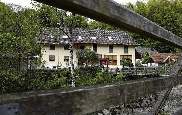 Γερμανία: Eρωτικά παιχνίδια και μεσαιωνικά φετίχ με τους νεκρούς από βέλη σε ξενοδοχείο