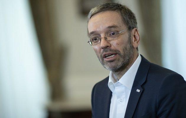 Πήρε… σκούπα ο Κουρτς: Απέπεμψε τον Αυστριακό ακροδεξιό υπουργό Εσωτερικών