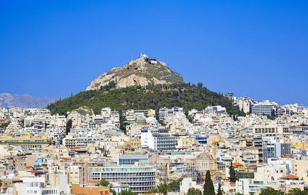 Απίστευτο: Ο Δήμος Αθηναίων «κλείνει» τον Λυκαβηττό λόγω του κινδύνου πυρκαγιάς!