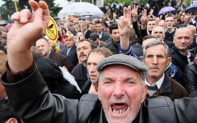 Την Αλβανία εγκαταλείπουν… τρέχοντας – 330.000 έφυγαν τα έτη 2011-17