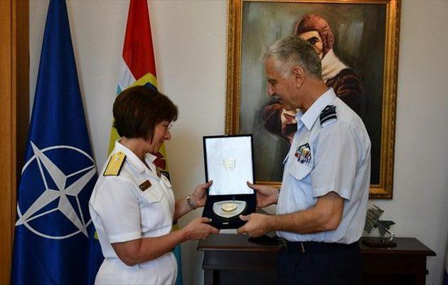 Η διοικήτρια του Έκτου Αμερικανικού Στόλου στο Γενικό Επιτελείο Εθνικής Άμυνας