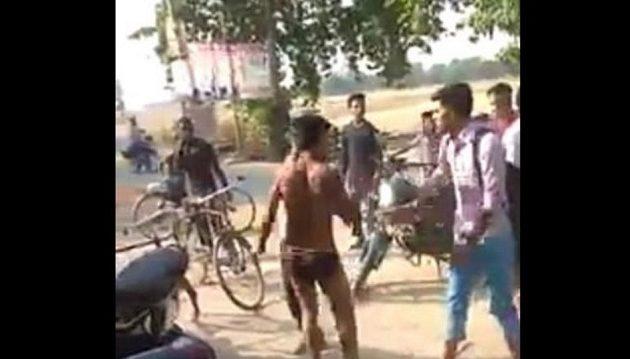 Φρίκη στην Ινδία: 17χρονος λιντσαρίστηκε μέχρι θανάτου από συμμαθητές του (βίντεο)