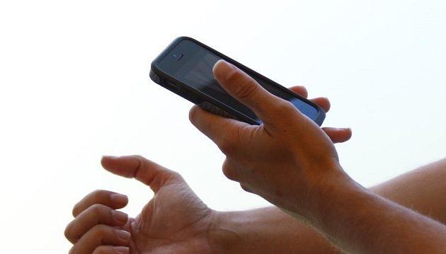 Δύο γυναίκες έδειραν και βίασαν 19χρονο γιατί τους γρατζούνισε το κινητό