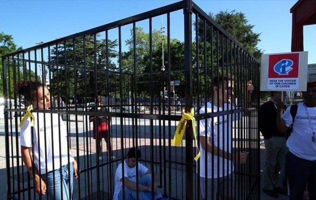 Έφηβοι κλείστηκαν σε κλουβιά έξω από την έδρα του ΟΗΕ στην Ελβετία